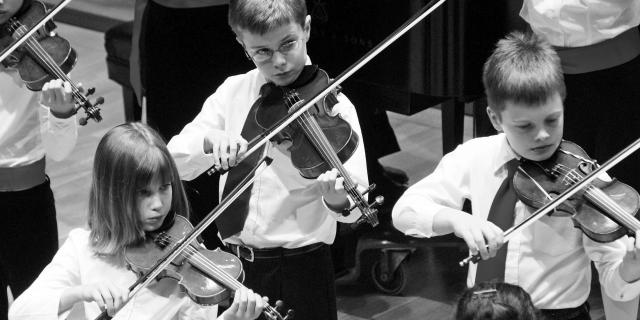 Suzuki violin students